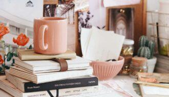 Bücher Schreibtisch Selbstfindung